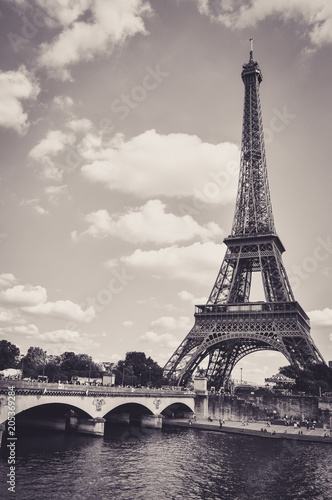 The Eiffel Tower : a Famous Iron Sculpture, Symbol of Paris Fototapete