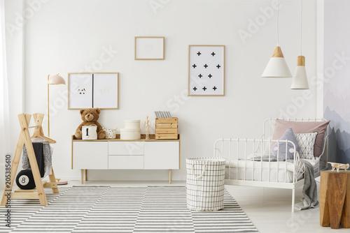 Fotografía  Kid's bedroom with wooden furniture