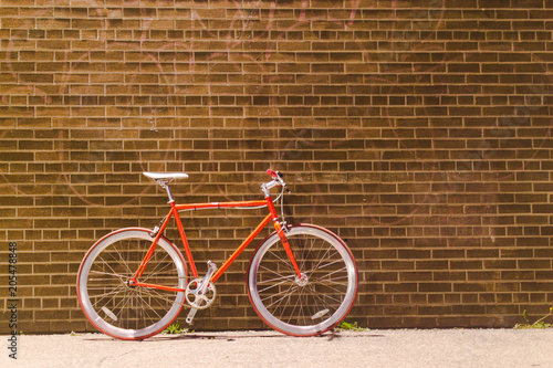 Papiers peints Velo red bike by a brick wall