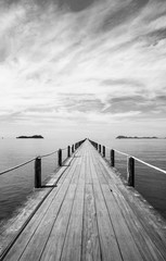 Obraz na SzkleBlack and white Landscape of wooden bridge in blue sea on tropical beach .
