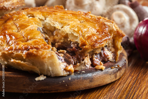 Fresh beef stew pie on a cutting board Fototapet