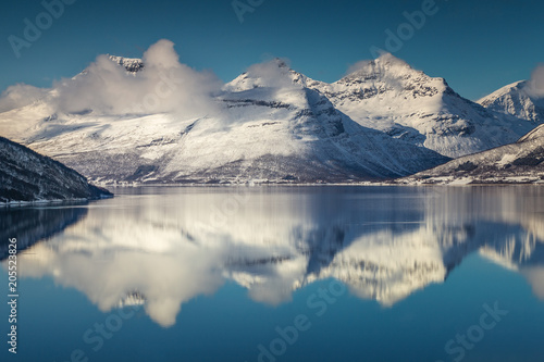Foto op Plexiglas Arctica Three mountain peaks covered with snow by the northern Norway fjord