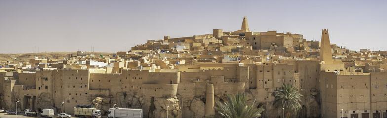Panoramski pogled na Ksar Bounoura, jedan od pet gradova koji čine ono što se naziva M'Zab Pentapolis, Alžir