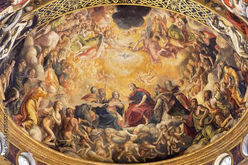 Photo PARMA, ITALY - APRIL 16, 2018: The fresco of Coronation of Virgin Mary in main apse of church Chiesa di Santa Mari della Steccata by Michelangelo Anselmi (1541)