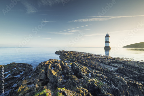 Foto auf Leinwand Leuchtturm Penmon Lighthouse in Morning Light