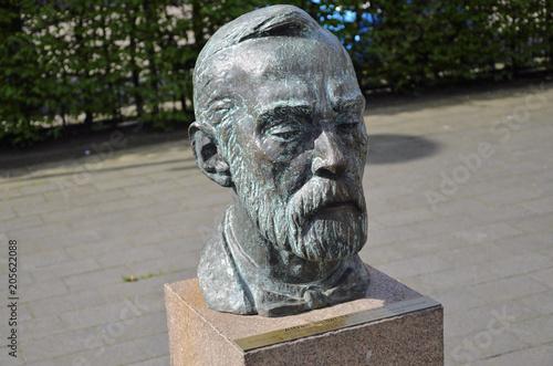 Foto op Canvas Historisch mon. Büste Alfred Nobel in Geesthacht