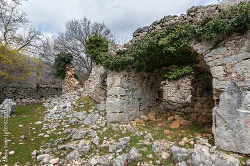 Papiers peints Con. Antique Ruin of an abandoned stone house in Croatia