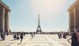 Fototapeta Fototapety z wieżą Eiffla - Eiffel tower seen from Trocadero square with crowd of people