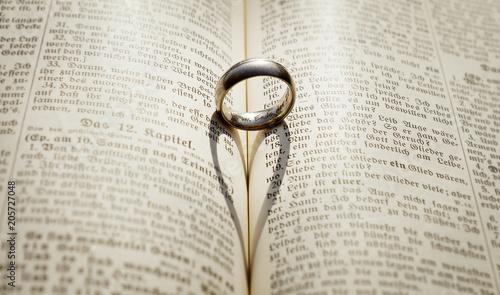 Fotografie, Tablou  Herz Ring Bibel