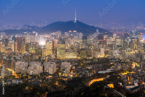Staande foto Aziatische Plekken Night view of Seoul Downtown cityscape