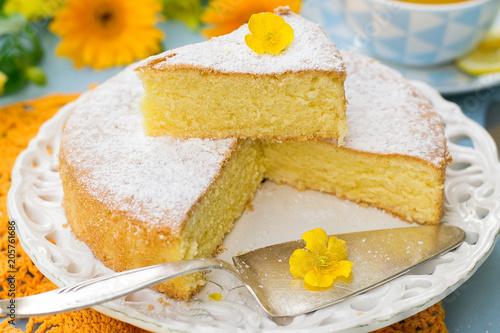 Fotomural  Italian sweet cake Torta Margherita with icing sugar