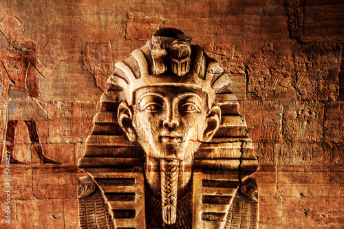 Photo  Stone pharaoh tutankhamen mask