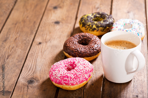 Foto  cup of coffee with donuts