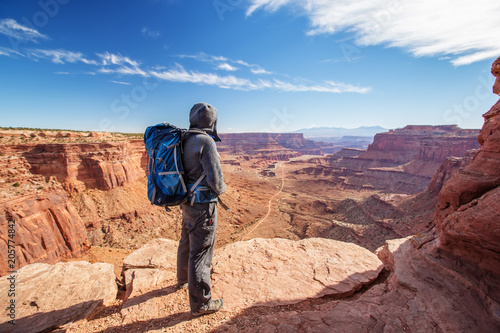 Photo Hiker in Canyonlands National park in Utah, USA