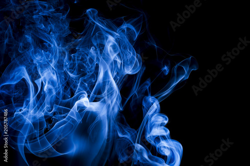 Türaufkleber Rauch Blue smoke on black background