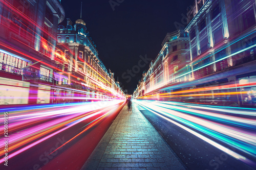 Tuinposter Londen rode bus Speed of light in London City