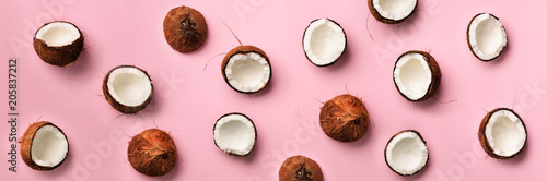 Photo  Pattern with ripe coconuts on pink background