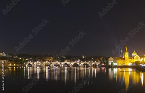 Photo  View of the famous Charles Bridge illuminated at night