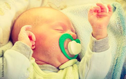 Cuadros en Lienzo Closeup of little newborn sleeping with teat in mouth