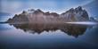 vesturhorn mountain spettacolare monte islandese riflesso nel mare Islanda Europa