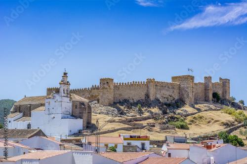 Vista del Castillo de Santa Olalla del Cala en la provincia de Huelva, España
