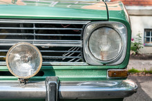 Old Timer Classic Green Car Fr...