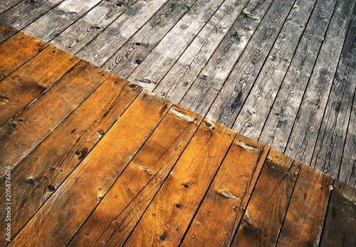 Fotografía  slant Two colored wooden floor boards