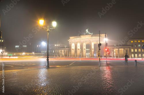 Zdjęcie XXL Brama Brandenburska we mgle
