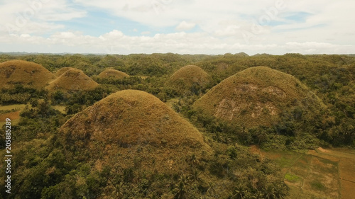 Keuken foto achterwand Heuvel Amazingly shaped Chocolate hills on sunny day on Bohol island, Philippines. Aerial view Chocolate Hills in Bohol, Philippines are earth mounds scattered all over the town of Carmen. Travel concept.