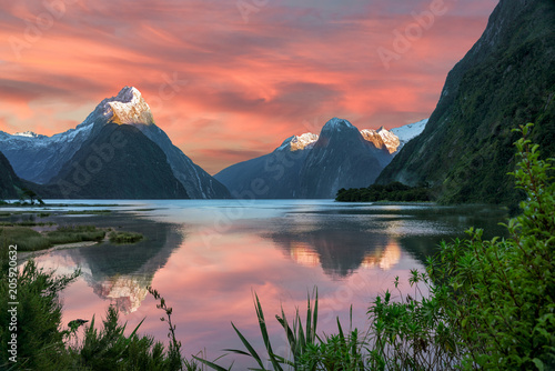 Deurstickers Bergen Milford Sound Dawn