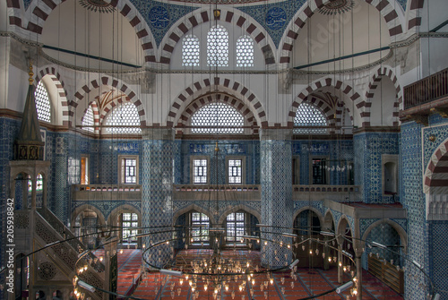 Foto op Plexiglas Chicago Istanbul, Turkey, 25 April 2006: Rustem Pasha Mosque is an Ottoman mosque in the Eminonu district of Istanbul.