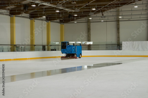 Photo Zamboni prepares the ice at the indoor ice arena