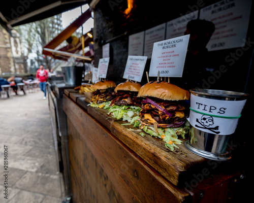 Fotografia street food hamburger at the market in London