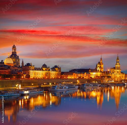 Foto auf AluDibond Ziegel Dresden skyline and Elbe river in Saxony Germany