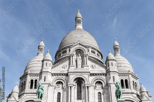 Платно Basilique de Sacre Coeur closeup of the domes