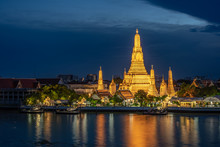 Wat Arun Temple Beside Chao Phraya River At Twilight Time In Bangkok, Thailand. One Of The Most Famous Place Of Thailand's Landmarks. Light Reflection On Smooth Water.
