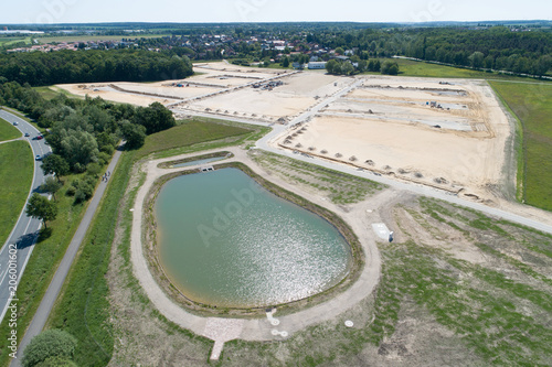 Photo Aerial view from a rainwater Basin and anew development area on sandy ground wit