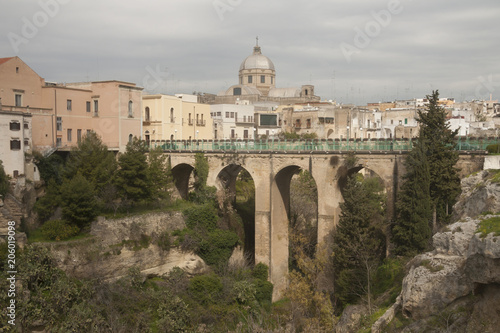 Fényképezés Bridge over he canyon in small beautiful town in South Italy Massafra, region Pu