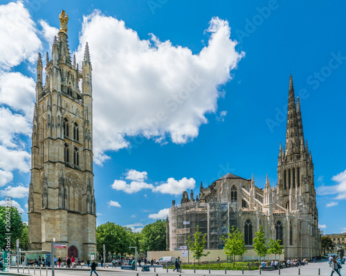 Photo Bordeaux, France, 9 may 2018 - Locals and tourists passing the Tour Pey Berland