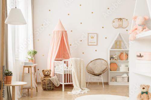 Fotobehang Wintersporten Gold and pink baby's bedroom