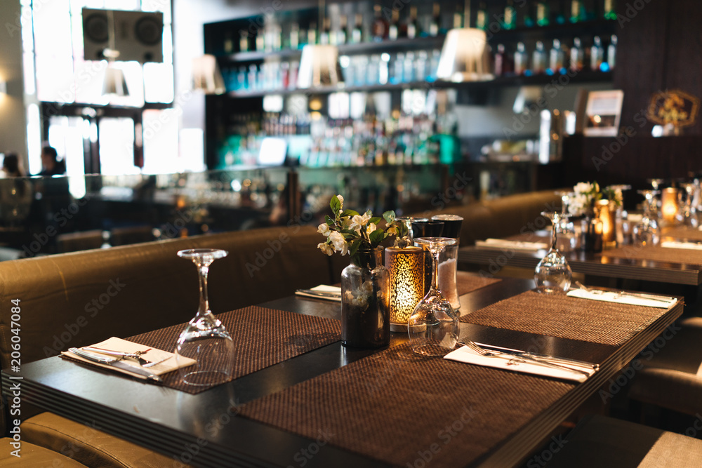 Fototapety, obrazy: Glasses on the table in an restaurant