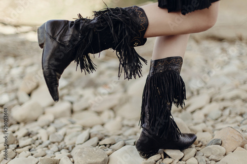 Fotografie, Obraz  boho girl walking in fringe boot