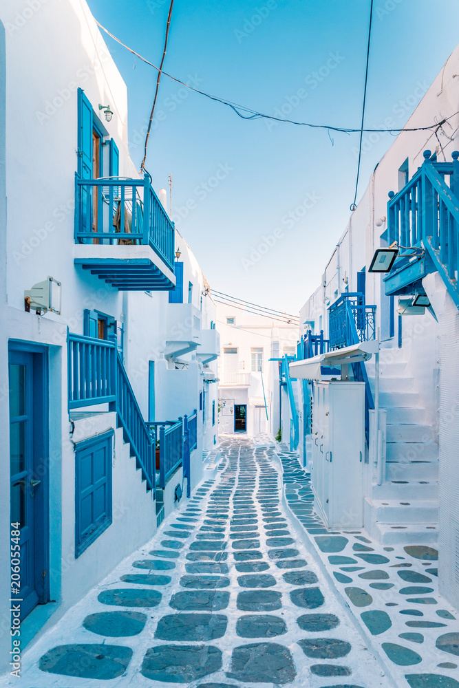 Fototapeta colorful streets of Mykonos Greece