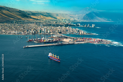 Aerial view of the port city of Iquique in northern Chile at the shores of the Atacama Desert Canvas-taulu