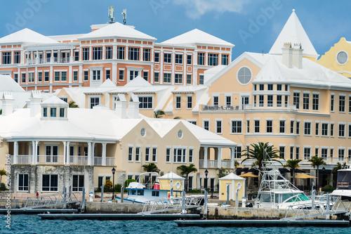 Cuadros en Lienzo Buildings along the waerfront of Hamilton, Bermuda.