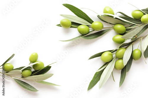 Foto op Aluminium Olijfboom green olives on white background. frame background with copy space