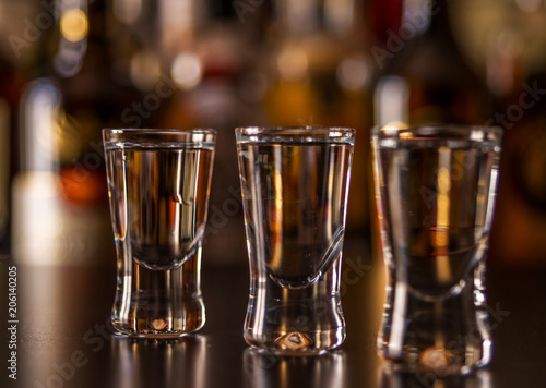 Fotografia  Traditional pure vodka in glasses on a black background, chilled drink
