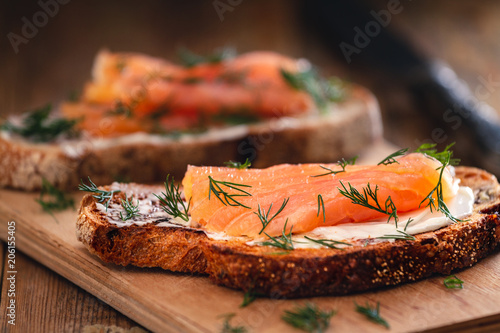 Smoked salmon sandwich appetizer with toasted bread Fototapete
