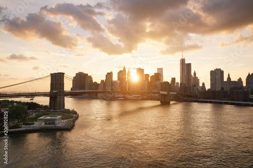 Fototapeta New-York skyline and Brooklyn bridge at sunset
