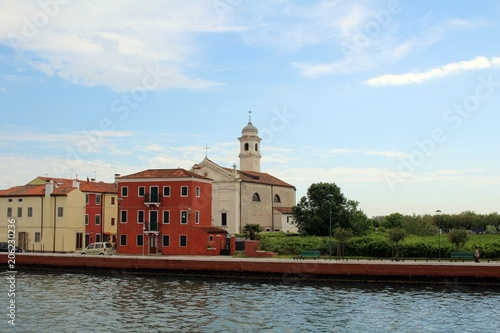 Spoed Foto op Canvas Mediterraans Europa Kleiner Ort in der Lagune von Venedig.